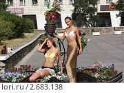 Купить «Девушки на цветочной клумбе», фото № 2683138, снято 27 июля 2011 г. (c) Леонид Яремчук / Фотобанк Лори