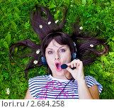Купить «Девушка в наушниках», фото № 2684258, снято 8 июля 2011 г. (c) Ольга Аристова / Фотобанк Лори
