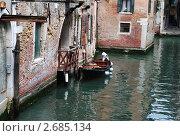 Лодка в Венецианском канале (2011 год). Стоковое фото, фотограф Стрельникова Татьяна / Фотобанк Лори