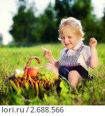 Купить «Ребенок на пикнике», фото № 2688566, снято 1 июля 2011 г. (c) Андрей Армягов / Фотобанк Лори