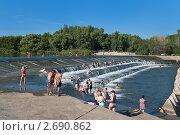Купить «Летний отдых на реке у воды», фото № 2690862, снято 23 июля 2011 г. (c) Сергей Яковлев / Фотобанк Лори