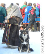 Ненецкая женщина с собакой (2009 год). Стоковое фото, фотограф Светлана Белова / Фотобанк Лори