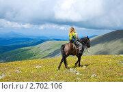 Купить «Туристка на лошади», фото № 2702106, снято 17 июля 2011 г. (c) Яков Филимонов / Фотобанк Лори