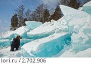 Купить «Фотограф снимает огромные голубые торосы на берегу Байкала», фото № 2702906, снято 14 марта 2010 г. (c) Виктория Катьянова / Фотобанк Лори