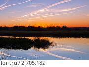 Купить «Закат солнца на озере», фото № 2705182, снято 9 октября 2010 г. (c) ElenArt / Фотобанк Лори