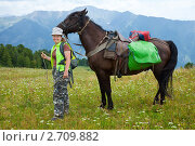 Девушка с лошадью на фоне гор. Стоковое фото, фотограф Яков Филимонов / Фотобанк Лори