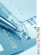 Купить «Пластиковые банковские карты и авторучка крупным планом (тонирование голубым)», фото № 2710786, снято 7 марта 2011 г. (c) Самохвалов Артем / Фотобанк Лори