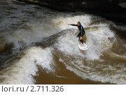Серфер на реке (2007 год). Редакционное фото, фотограф Екатерина Егоркина / Фотобанк Лори