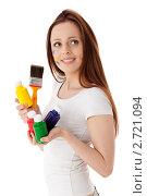 Купить «Молодая женщина с красками и кистью на белом фоне. Дизайнер интерьера.», фото № 2721094, снято 17 мая 2011 г. (c) Мельников Дмитрий / Фотобанк Лори