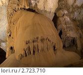 Купить «Интересные фигуры в Мраморной пещере на Чатыр-Даге», фото № 2723710, снято 26 июля 2011 г. (c) Григорий Стоякин / Фотобанк Лори
