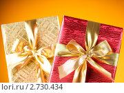 Купить «Коробки с подарками на оранжевом фоне», фото № 2730434, снято 17 июля 2010 г. (c) Elnur / Фотобанк Лори