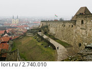 Купить «Вид на город Эгер (Венгрия) в дымке со стен Эгерской крепости», эксклюзивное фото № 2740010, снято 27 февраля 2007 г. (c) Родион Власов / Фотобанк Лори