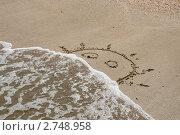 Купить «Морская волна смывает рисунок солнца на песке», эксклюзивное фото № 2748958, снято 14 августа 2011 г. (c) Щеголева Ольга / Фотобанк Лори