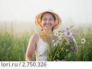 Купить «Зрелая женщина с цветами», фото № 2750326, снято 3 июля 2011 г. (c) Яков Филимонов / Фотобанк Лори
