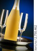 Бутылка с вином и два бокала. Стоковое фото, фотограф Elnur / Фотобанк Лори