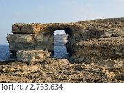 Мальта. Остров Гозо. Арка в скале (2011 год). Стоковое фото, фотограф Александр Карябин / Фотобанк Лори