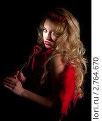 Купить «Блондинка с красным сердцем», фото № 2764670, снято 29 января 2009 г. (c) Антон Глущенко / Фотобанк Лори