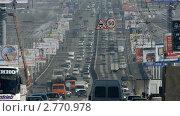Поток автомобилей по мосту (2011 год). Редакционное видео, видеограф Игорь Тирский / Фотобанк Лори