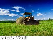 Купить «Старый трактор на поле», фото № 2776818, снято 16 июля 2008 г. (c) Iakov Kalinin / Фотобанк Лори