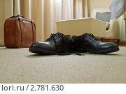Купить «Мужские ботинки и чемодан», фото № 2781630, снято 21 мая 2011 г. (c) Алексей Сергеев / Фотобанк Лори