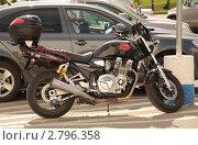 Купить «Yamaha XJR 1300 на стоянке», эксклюзивное фото № 2796358, снято 27 августа 2011 г. (c) Алёшина Оксана / Фотобанк Лори