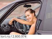 Купить «Красивая девушка за рулем автомобиля», фото № 2800974, снято 30 июля 2010 г. (c) Григорьев Владимир / Фотобанк Лори