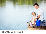 Купить «Отец с дочкой на рыбалке», фото № 2811038, снято 13 августа 2011 г. (c) Raev Denis / Фотобанк Лори