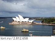 Купить «Здание оперы  с моста Харбор бридж в Сиднее Австралия», фото № 2812658, снято 10 января 2011 г. (c) Елена Давыдова / Фотобанк Лори