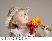 Девочка с цветами. Стоковое фото, фотограф Евгения Шийка / Фотобанк Лори