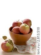 Свежие яблоки в миске. Стоковое фото, фотограф Кирьянова Наталия / Фотобанк Лори