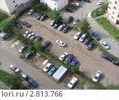 Купить «Стоянка машин во дворе. Москва, район Новокосино», эксклюзивное фото № 2813766, снято 16 сентября 2011 г. (c) lana1501 / Фотобанк Лори