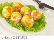 Купить «Яйца из заливного с креветками, морковью, кукурузой и зеленью», эксклюзивное фото № 2821838, снято 26 сентября 2011 г. (c) Александр Курлович / Фотобанк Лори