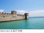 Крепостная стена, упирающаяся в воду (2011 год). Стоковое фото, фотограф Стрельникова Татьяна / Фотобанк Лори