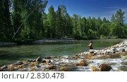 Ловля рыбы нахлыстом. Стоковое видео, видеограф Андрей Воскресенский / Фотобанк Лори