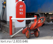Огнетушитель на АЗС. Стоковое фото, фотограф Екатерина Жукова / Фотобанк Лори