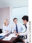 Купить «Бизнес команда в офисе», фото № 2839938, снято 1 июня 2011 г. (c) Raev Denis / Фотобанк Лори