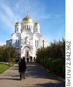 Монахиня идет в храм. Стоковое фото, фотограф Ваганова Марина / Фотобанк Лори