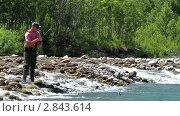 Рыбу вытаскивают из реки. Стоковое видео, видеограф Андрей Воскресенский / Фотобанк Лори