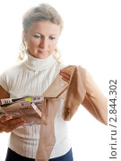 Купить «Женщина выбирает колготки на белом фоне», фото № 2844302, снято 16 августа 2018 г. (c) Кирилл Путченко / Фотобанк Лори