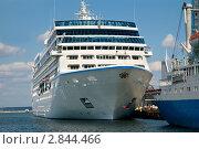 Купить «Круизный лайнер», фото № 2844466, снято 4 сентября 2011 г. (c) Наталия Евмененко / Фотобанк Лори