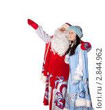 Купить «Дед Мороз и Снегурочка», фото № 2844962, снято 15 августа 2018 г. (c) Владимир Мельников / Фотобанк Лори