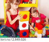 Купить «Две девочки играют в детском саду», фото № 2849026, снято 16 февраля 2010 г. (c) Gennadiy Poznyakov / Фотобанк Лори