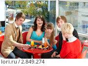 Купить «Семья за столиком кафе», фото № 2849274, снято 25 апреля 2010 г. (c) Gennadiy Poznyakov / Фотобанк Лори