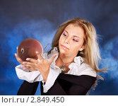Купить «Девушка с хрустальным шаром», фото № 2849450, снято 2 октября 2010 г. (c) Gennadiy Poznyakov / Фотобанк Лори