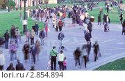 """Купить «Люди, гуляющие в парке """"Царицыно"""" в выходной день. Москва», видеоролик № 2854894, снято 8 октября 2011 г. (c) Сергей Лаврентьев / Фотобанк Лори"""