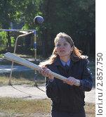 Купить «Женщина - полицейский играет в лапту», эксклюзивное фото № 2857750, снято 14 сентября 2011 г. (c) Free Wind / Фотобанк Лори