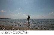 Девушка выходит из моря. Стоковое видео, видеограф Алексей Кузнецов / Фотобанк Лори