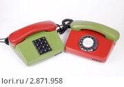 Купить «Два телефонных аппарата с перепутанными трубками», эксклюзивное фото № 2871958, снято 1 октября 2011 г. (c) Александр Щепин / Фотобанк Лори