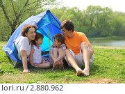 Купить «Семья на природе у походной палатки», фото № 2880962, снято 9 мая 2010 г. (c) Losevsky Pavel / Фотобанк Лори
