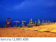 Купить «Зонтики и шезлонги на пляже», фото № 2881430, снято 21 июля 2010 г. (c) Losevsky Pavel / Фотобанк Лори